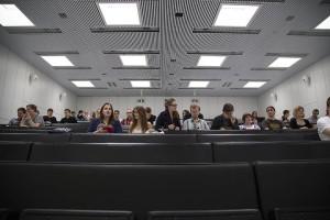 Ylioppilaskunnan toukokuun kokoukseen osallistui noin 60 opiskelijaa. Syksyn kaltaista satojen opiskelijoiden ryntäystä ei tällä kertaa koettu.